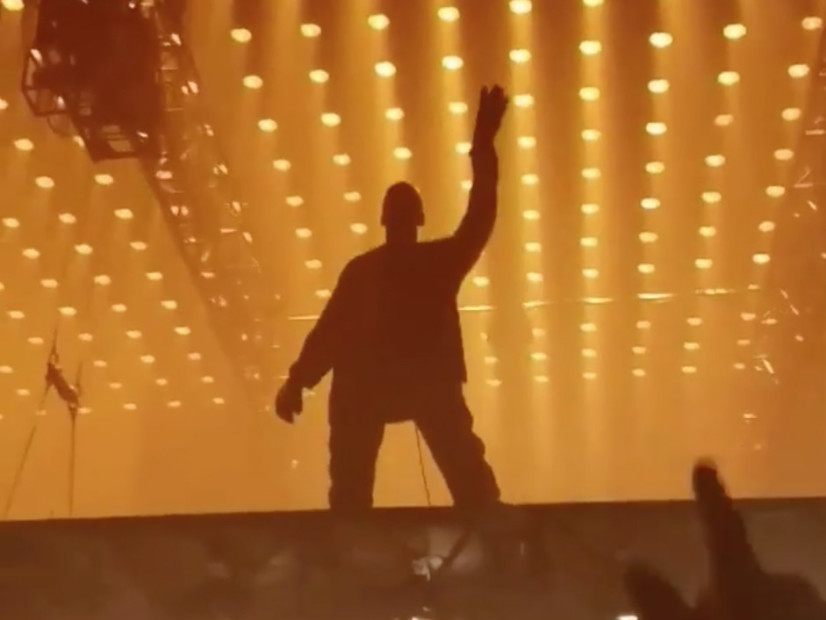 "Kanye West Dedicates ""Father Stretch My Hands, Pt.1"" To Kid Cudi At Los Angeles Tour Stop"