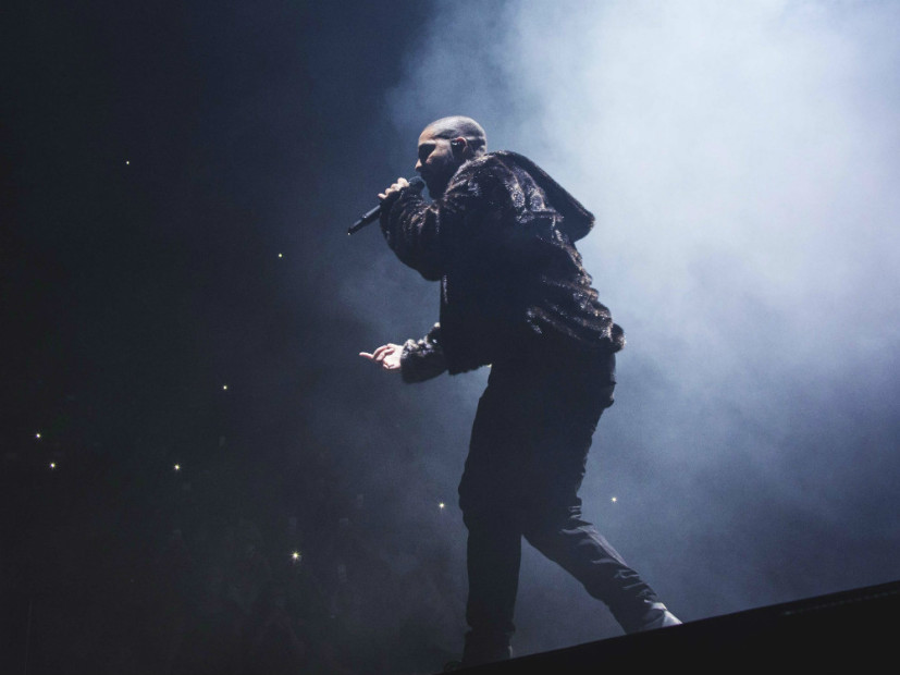 Drake Sweeps Hip Hop Categories At 2016 American Music Awards