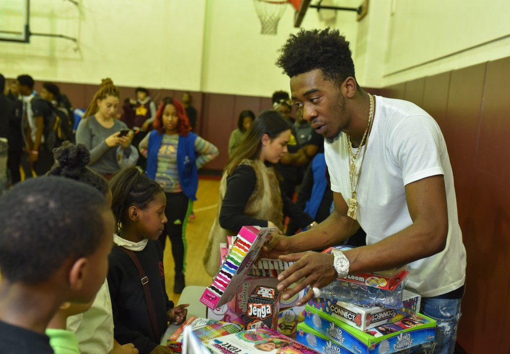 Desiigner with kids 2