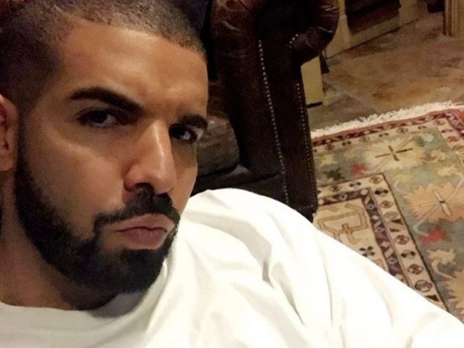 Drake Dines With Model Twins In London