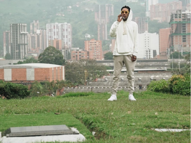 Wiz Khalifa Infuriates Colombian Mayor By Visiting Pablo Escobar's Grave