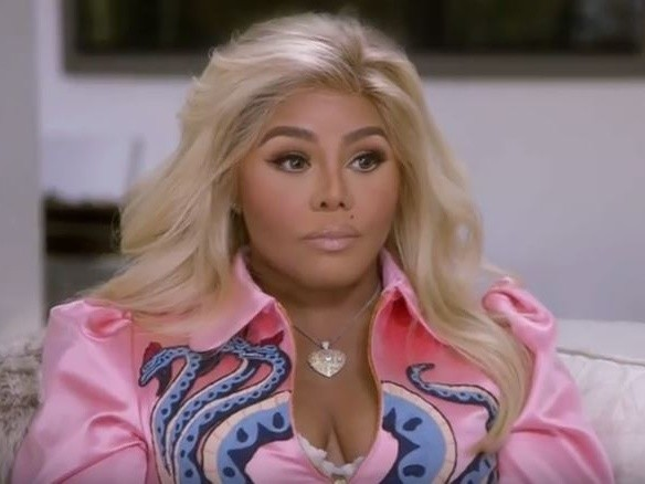 """Lil Kim Supposedly Reconnects With """"Soulmate"""" Biggie With Help From Clairvoyant Medium"""