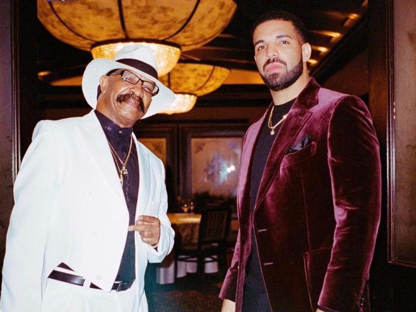 Drake, el Padre Consigue Gigante del Tatuaje De la Cara de Drake