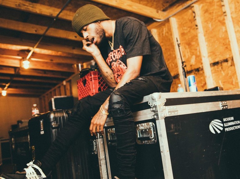 Tweets Is Watching: 6LACK Postpones His European Tour