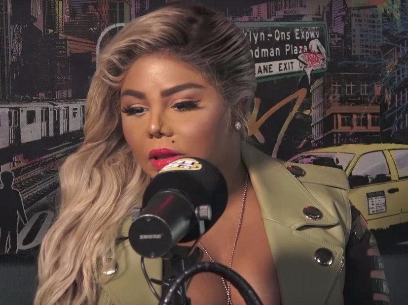 "Lil Kim Details Her ""Very Violent"" Relationship With The Notorious B.I.G."