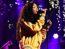 """SZA Performs """"The Weekend"""" & """"Love Galore"""" On """"SNL"""""""