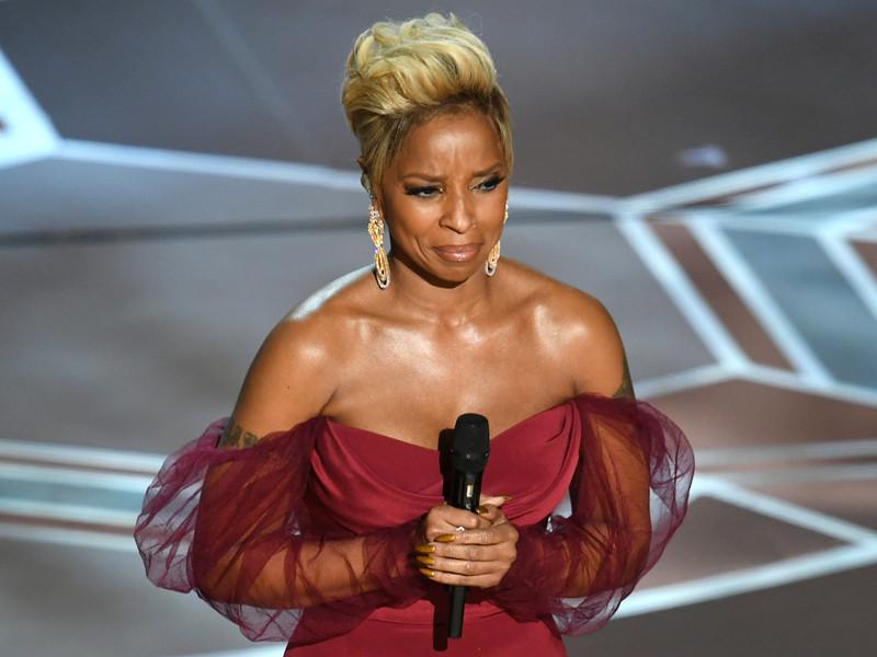 """Mary J. Blige Realiza La """"Gran Río"""" En Los Oscar De 2018"""