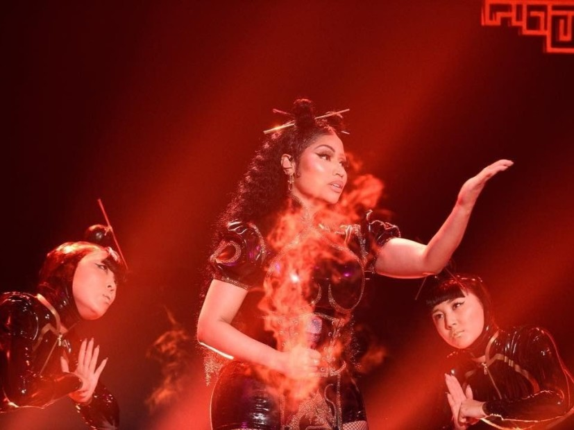"Twitter Cries Cultural Appropriation Following Nicki Minaj's ""SNL"" Performance"