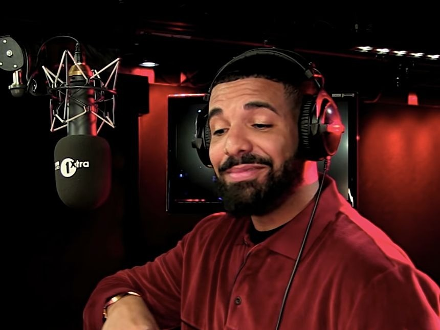 "Drake Spits Flames During BBC Radio's ""Fire In The Booth"" Freestyle Segment"