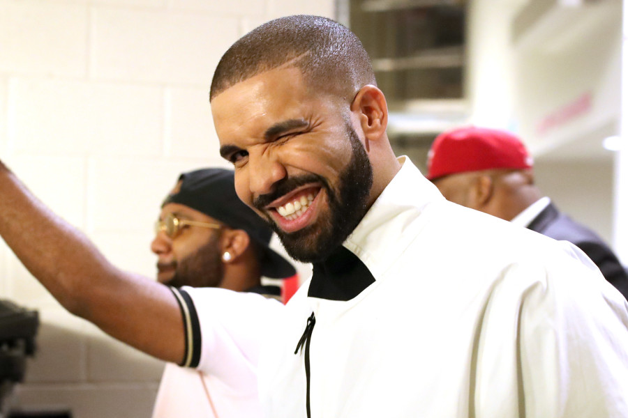 Drake Becomes 1st Artist To Hit 10 Billion Streams On Apple