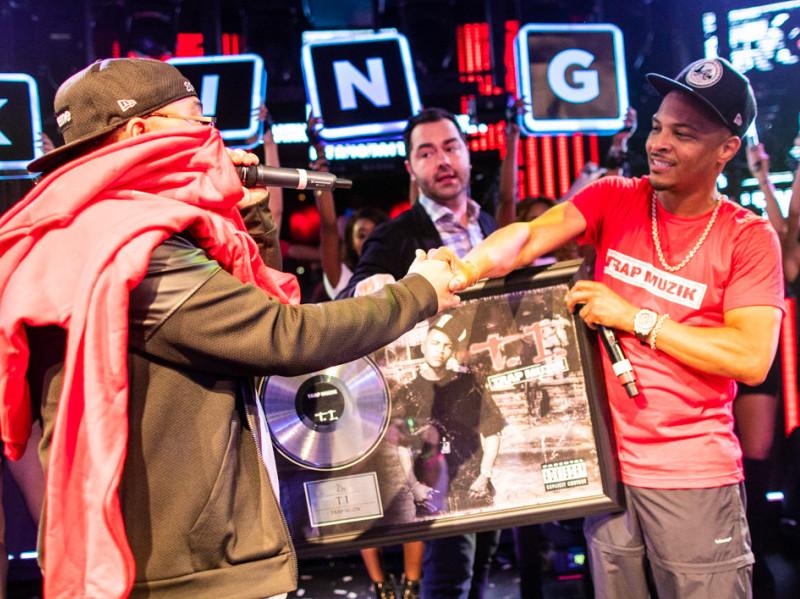 """T. I. Celebra el 15 Aniversario De """"Trap Muzik"""" Con Vegas Rendimiento Y Exclusivos de Merchandising"""