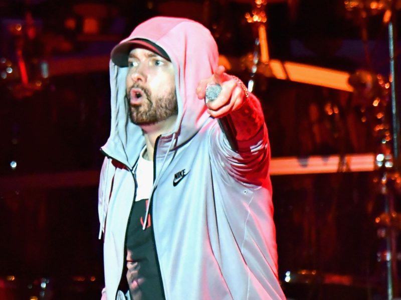 "Eminem Refuses To Perform ""Killshot,"" Calls Machine Gun Kelly A ""Cocksucker"" Instead"