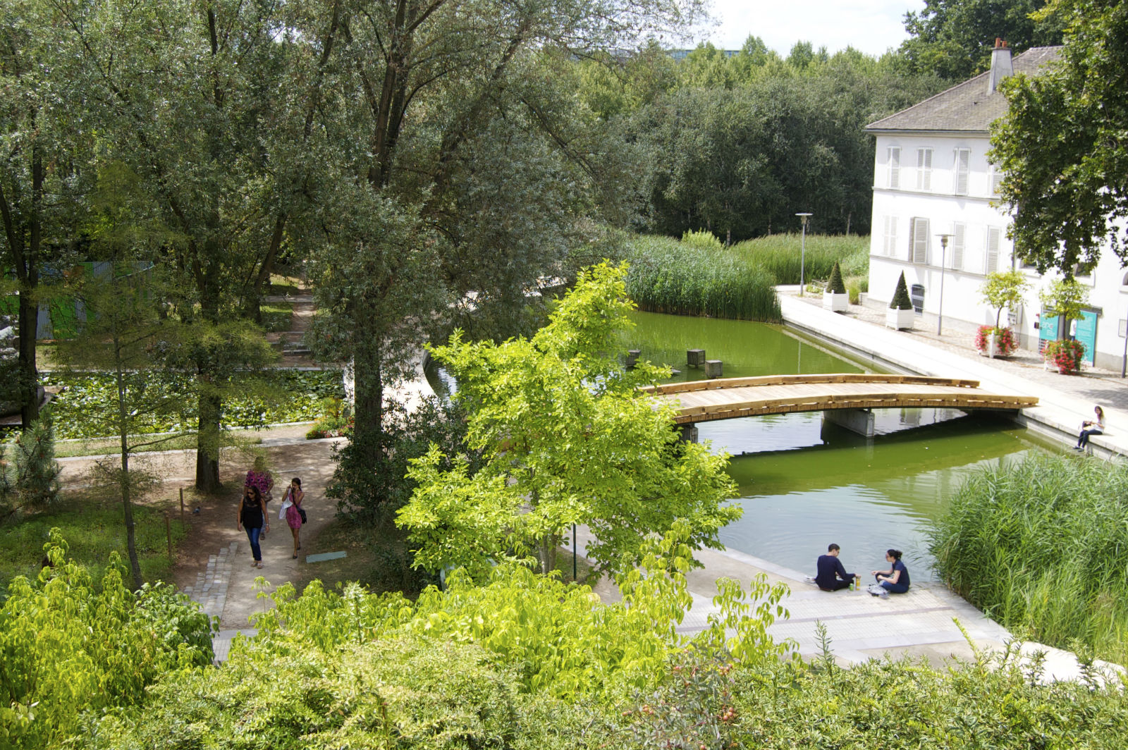 HiP Paris blog. Summer in Paris. Offbeat Romantic Itineraries in the City of Light- Parc de Bercy