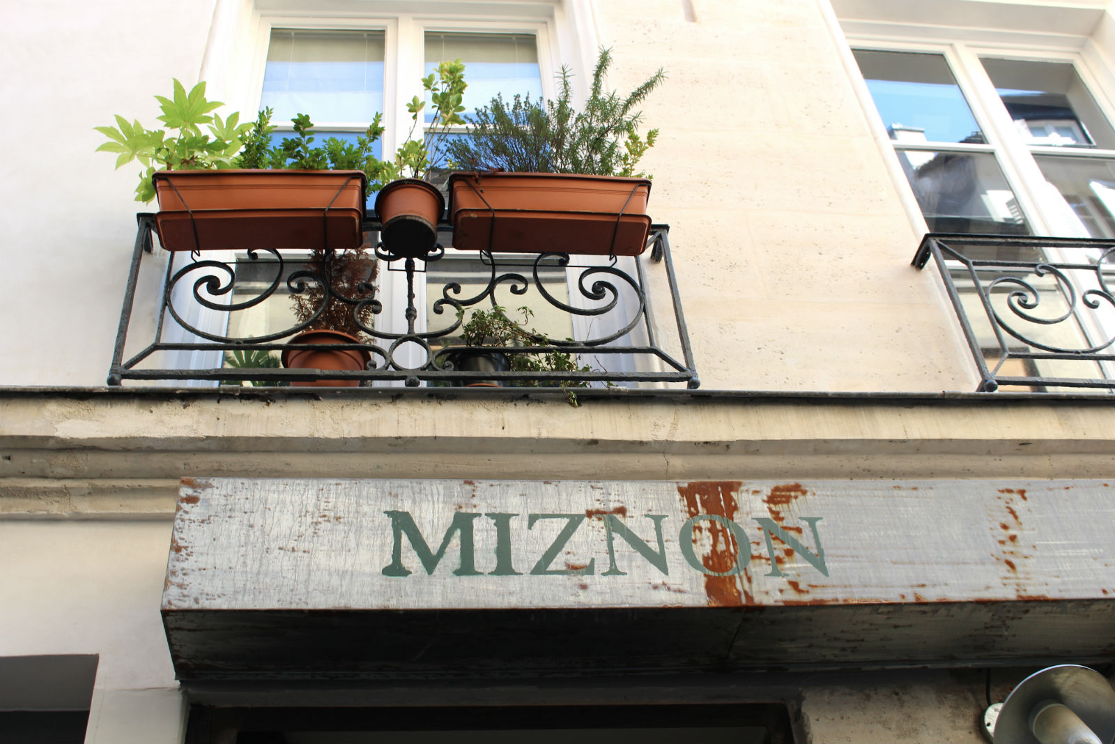 HiP Paris blog. Miznon. Heart of the Marais.