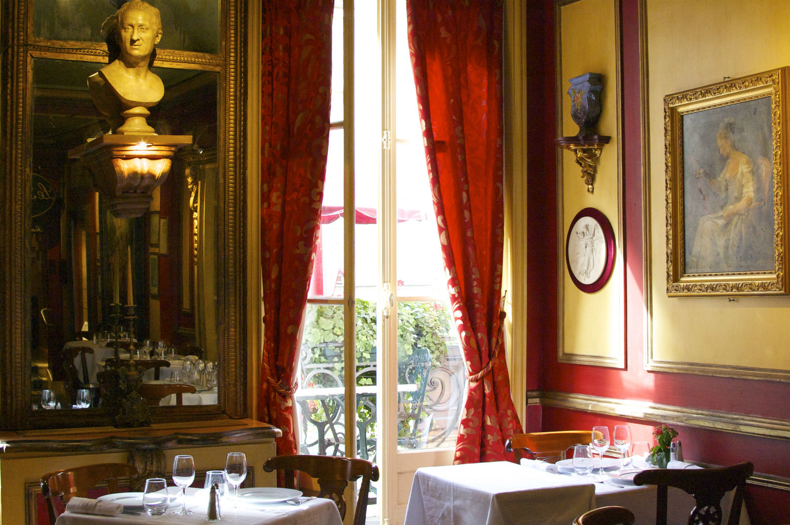 HiP Paris blog. A Paris dining experience with a side of French history at Le Procope. Look out the window on Paris of the present from Paris of the past.