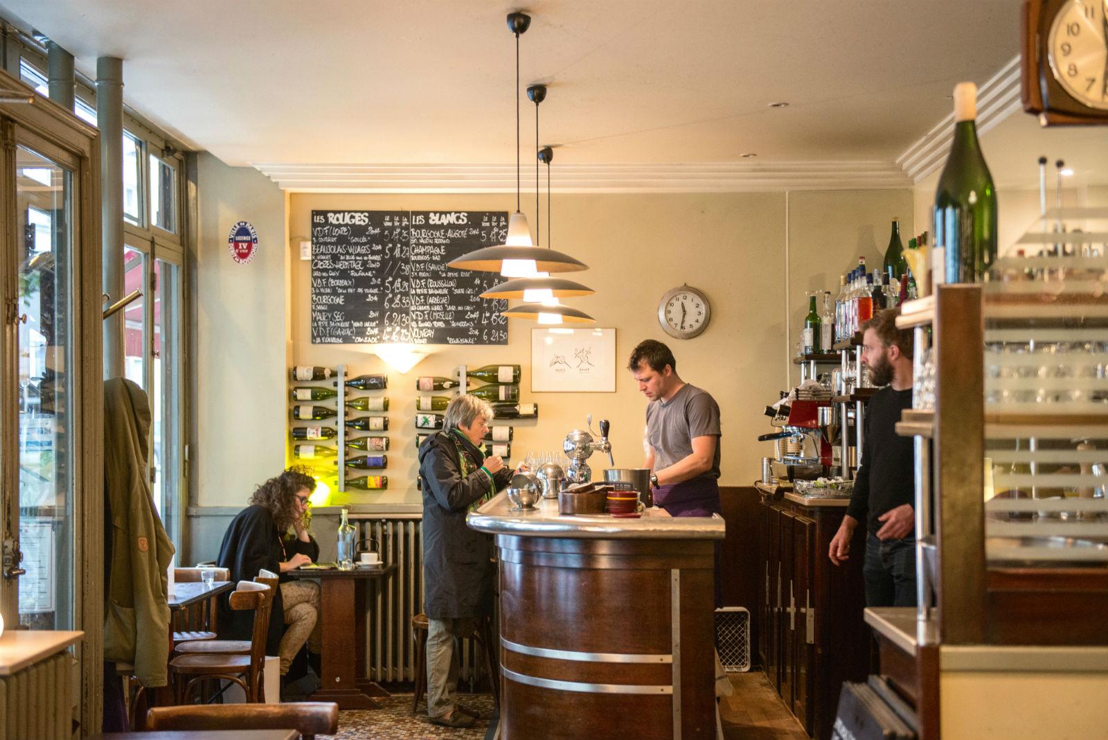 HiP Paris blog. Cafe de la Nouvelle Mairie. Natural light and natural material decor.