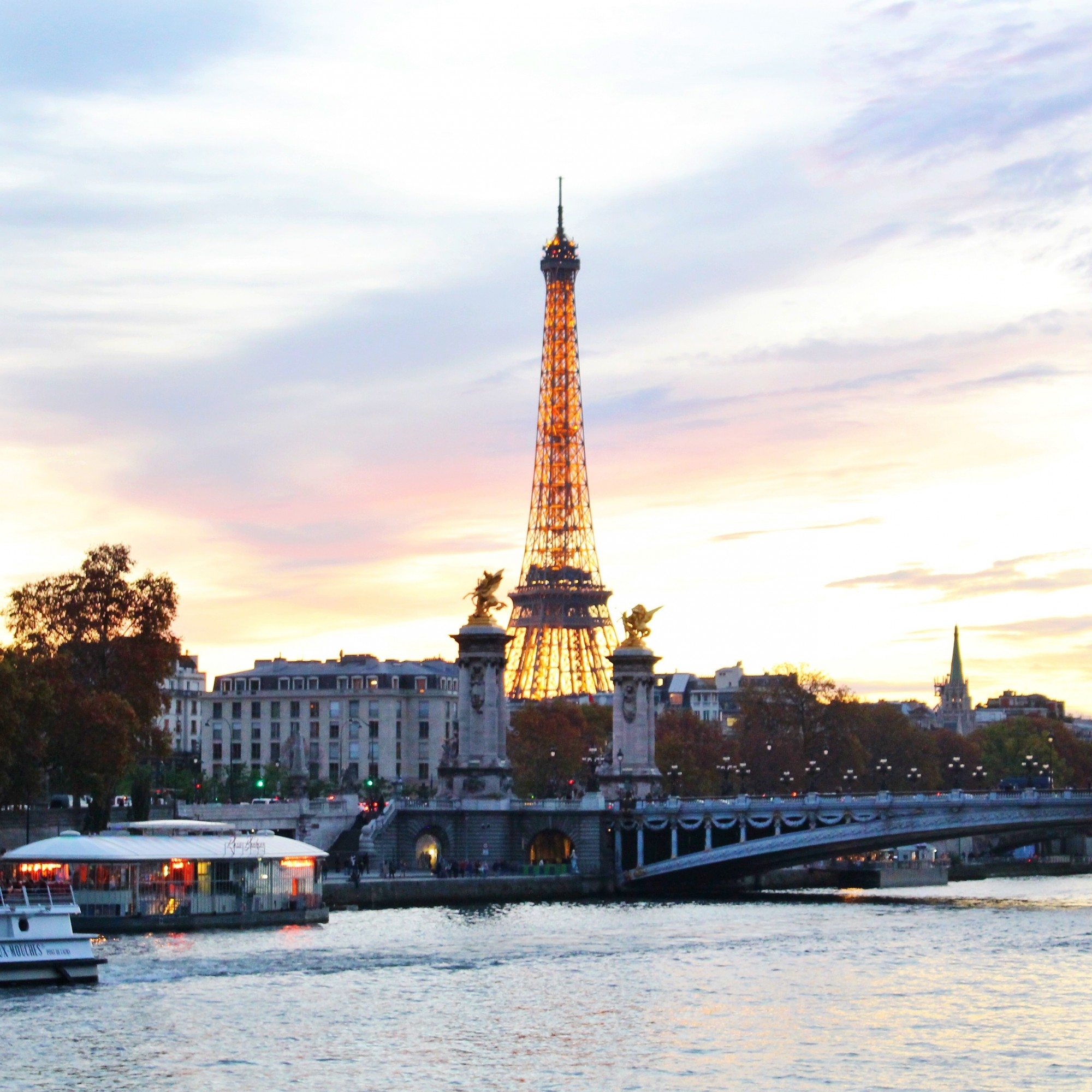 Pastel sunset over the Eiffel Tower and the Pont Alexandre III. Interested in an internship with HiP Paris Blog? Learn more at http://haveninparis.com/careers.php.