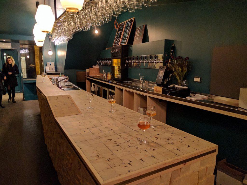 hip paris blog la robe et la mousse craft beer comes to the left bank. Black Bedroom Furniture Sets. Home Design Ideas