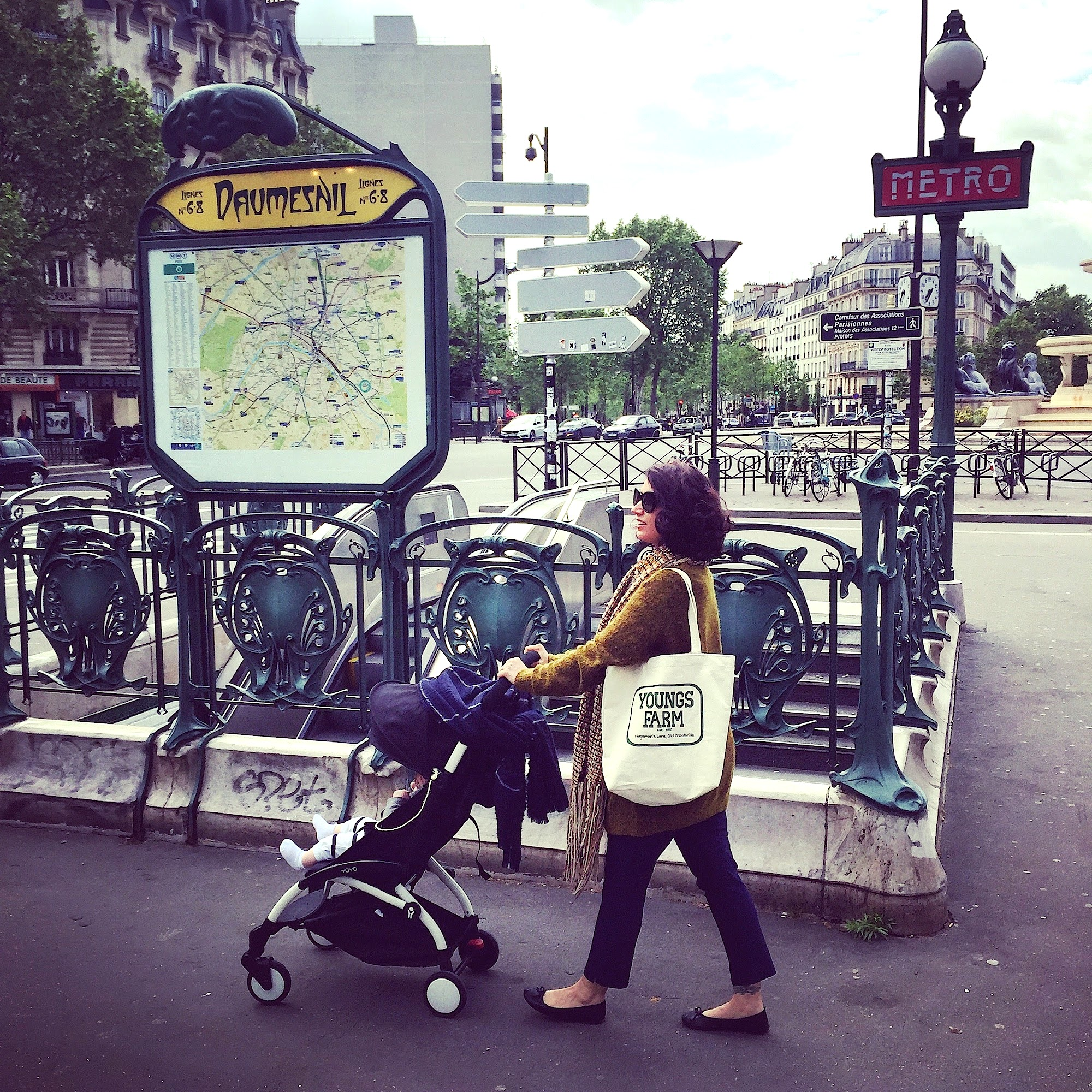 HiP Paris Blog explores being an expat mom in Paris.