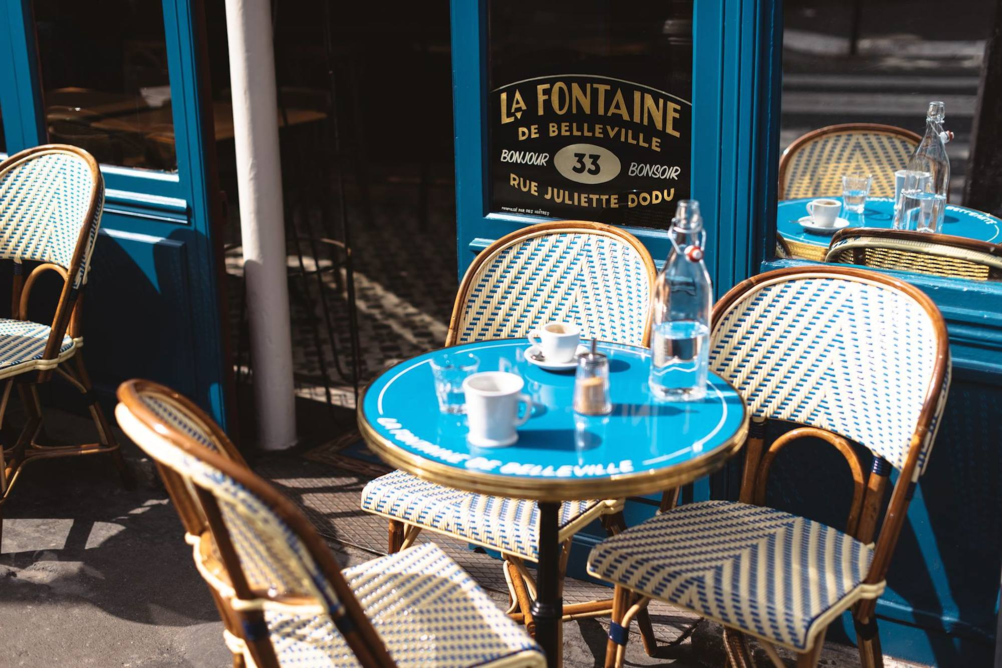 HiP Paris Blog rounds up the top brunch spots in Paris like the Fontaine de Belleville cafe and its blue exterior and outdoor seating area.