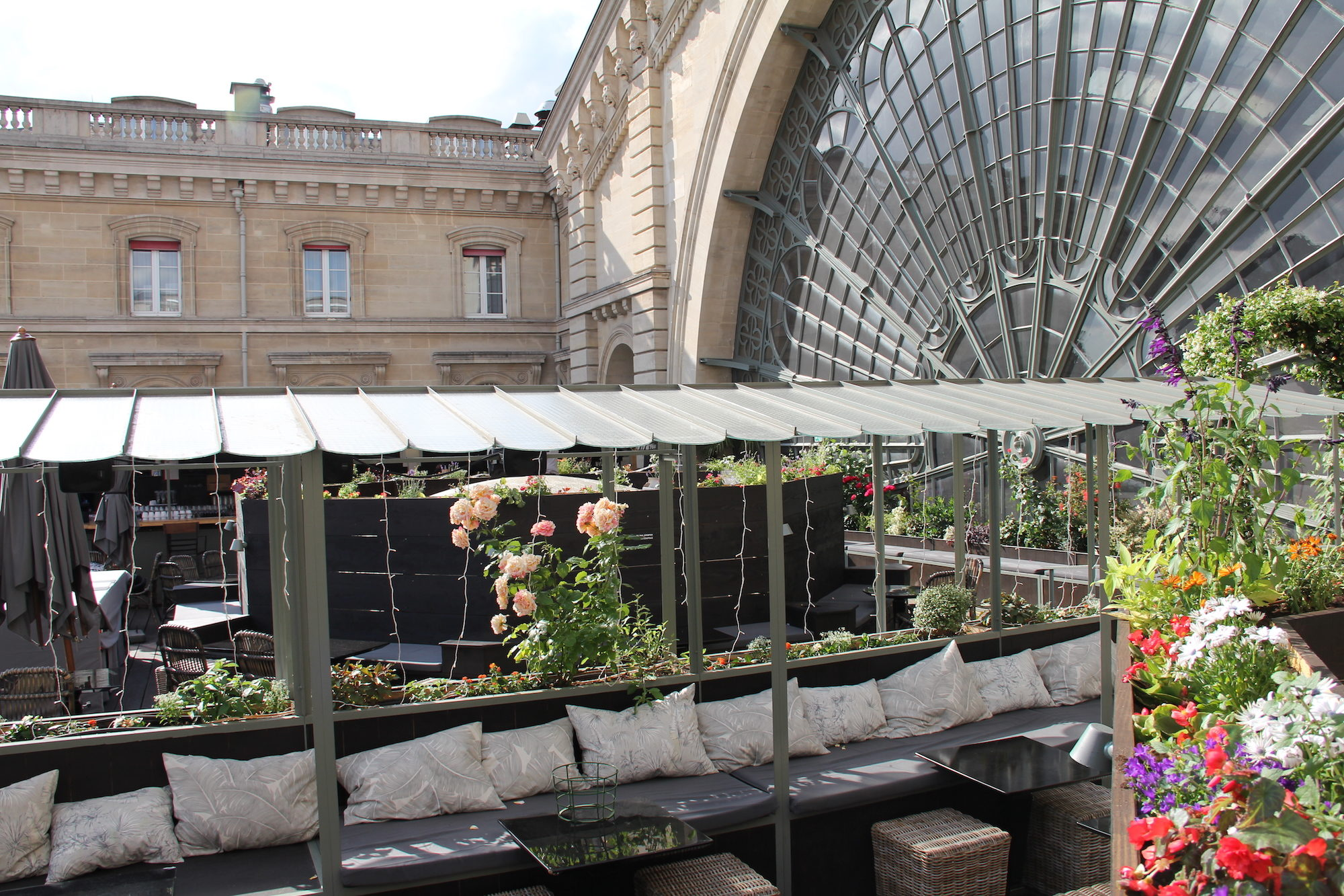 HiP Paris Blog go-to rooftop bar in Paris is Le Perchoir at Gare de l'Est with his flower gardens and relaxed atmosphere.