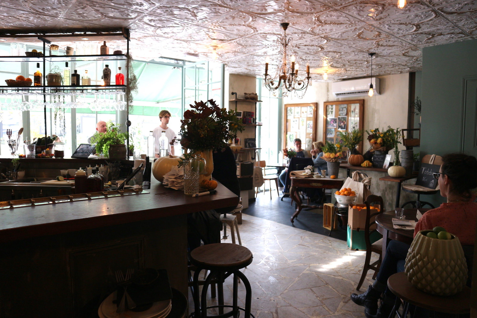 Treize au Jardin coffee shop in Paris, with its rustic interiors teeming with plants and fresh fruit baskets, is our go-to for cake in the 6th district.