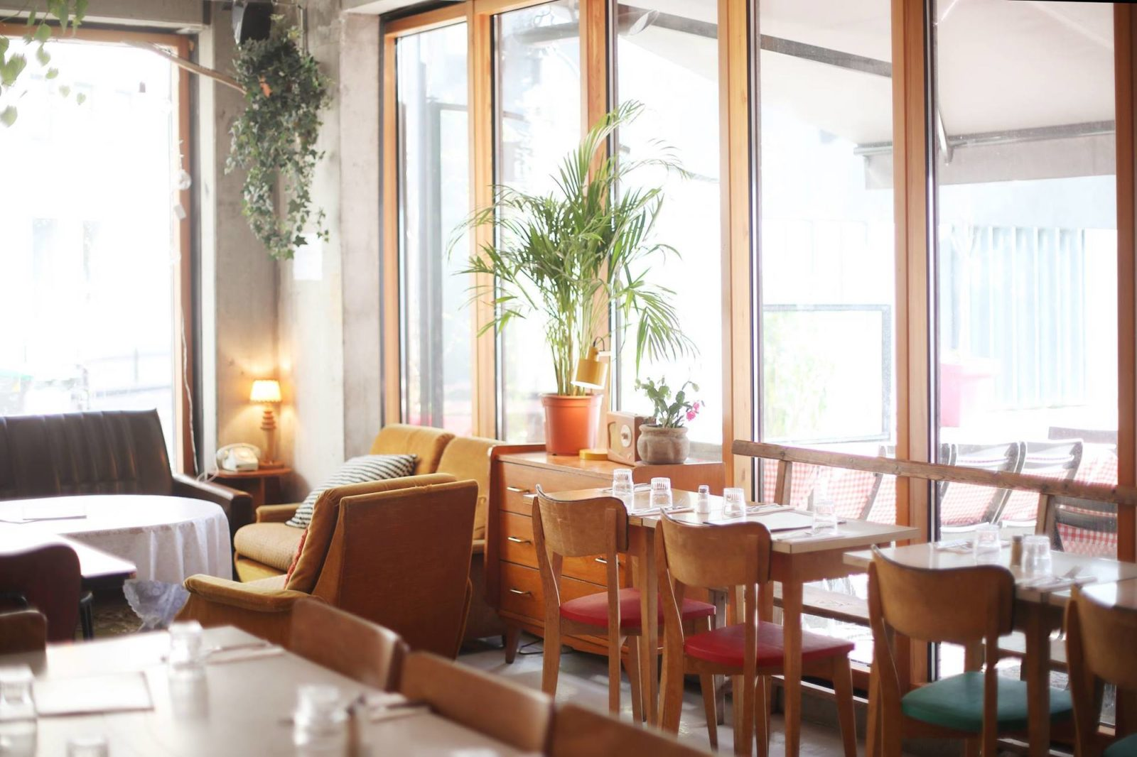 Super Café is one of the best kid-friendly restaurants in Paris and we love its light, airy interiors and the French food.