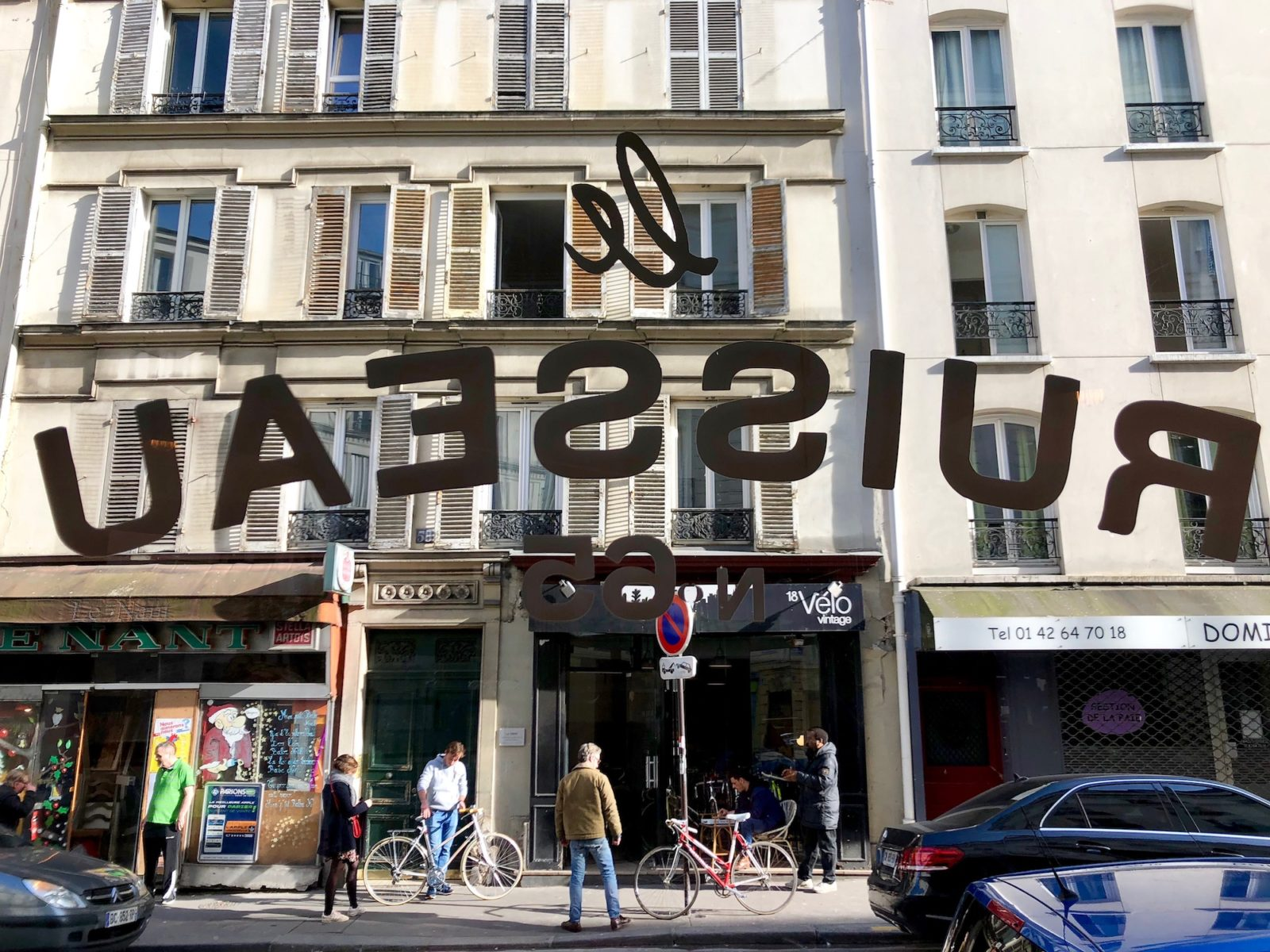 One of the best places to go for a burger in Paris is Le Ruisseau in the 18th neighborhood, where its name is splashed across the window, which looks out onto shops and bars across the road.