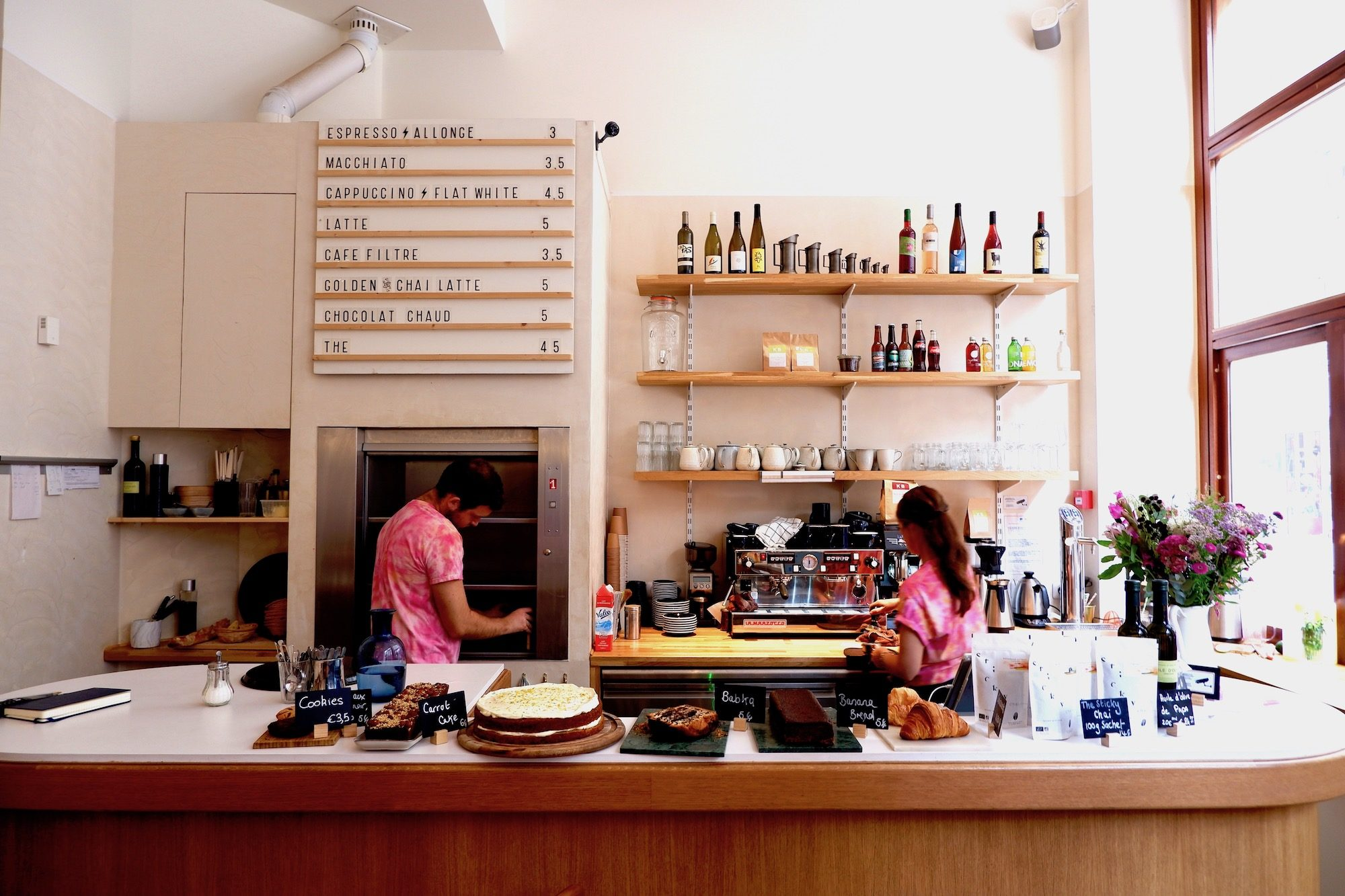 Papilles coffee shop in Paris is great for brunch in South Pigalle for its Melbourne café style food but also for its soothing light and airy wooden interiors.