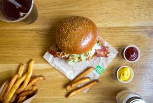 HiP Paris' guide to the best burgers in Paris, like at Bio Burger, where all the ingredients are 100% organic.