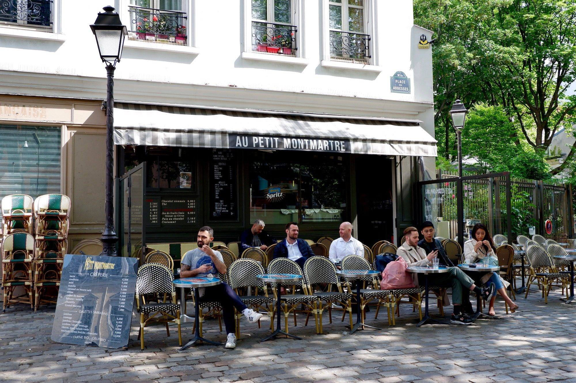 Au Petit Montmartre in Paris is one of those tiny cafés where locals love to sit outside on the terrace to enjoy the sunshine.