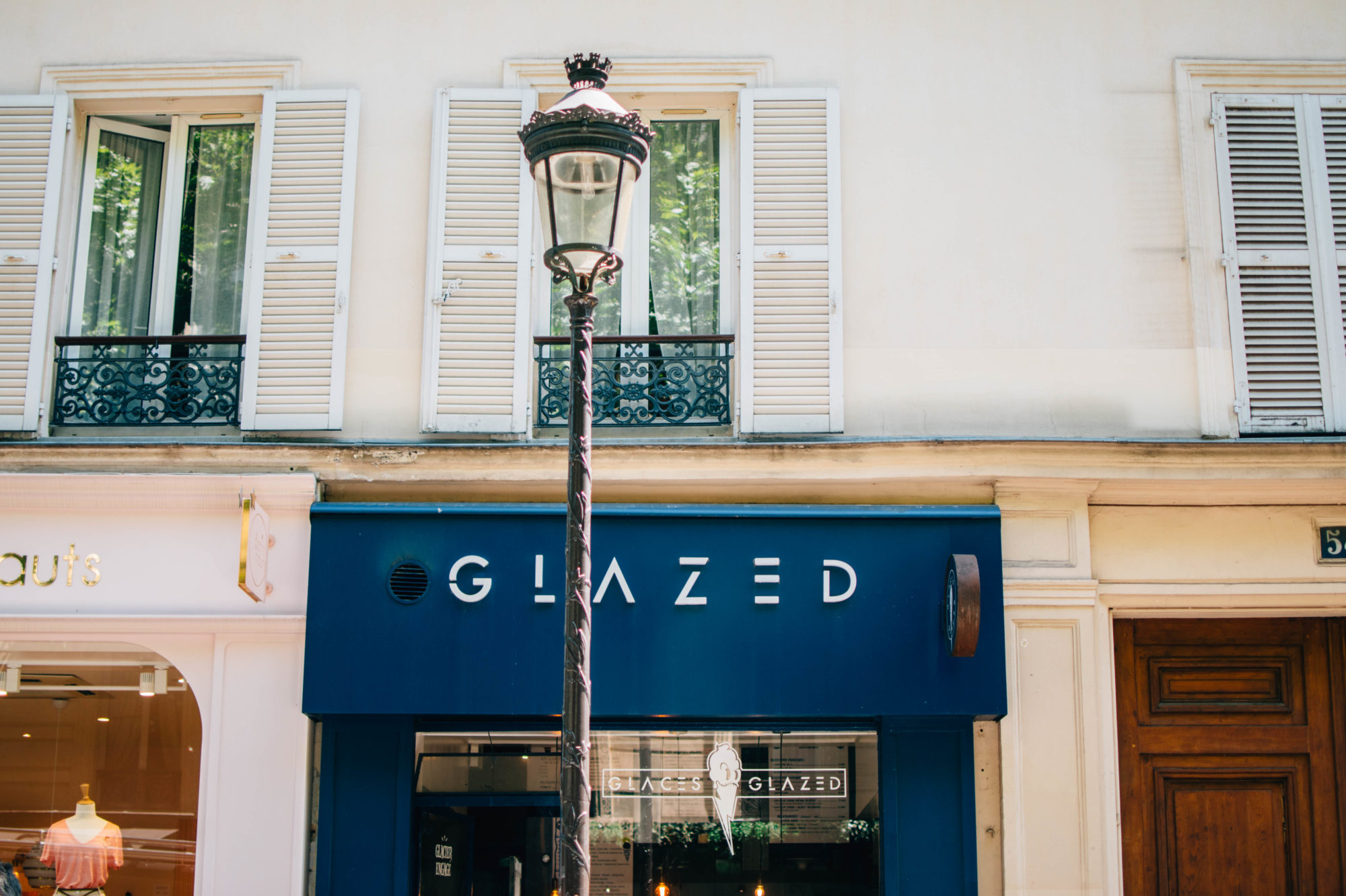 The blue storefront of Glaces Glazed in Paris.