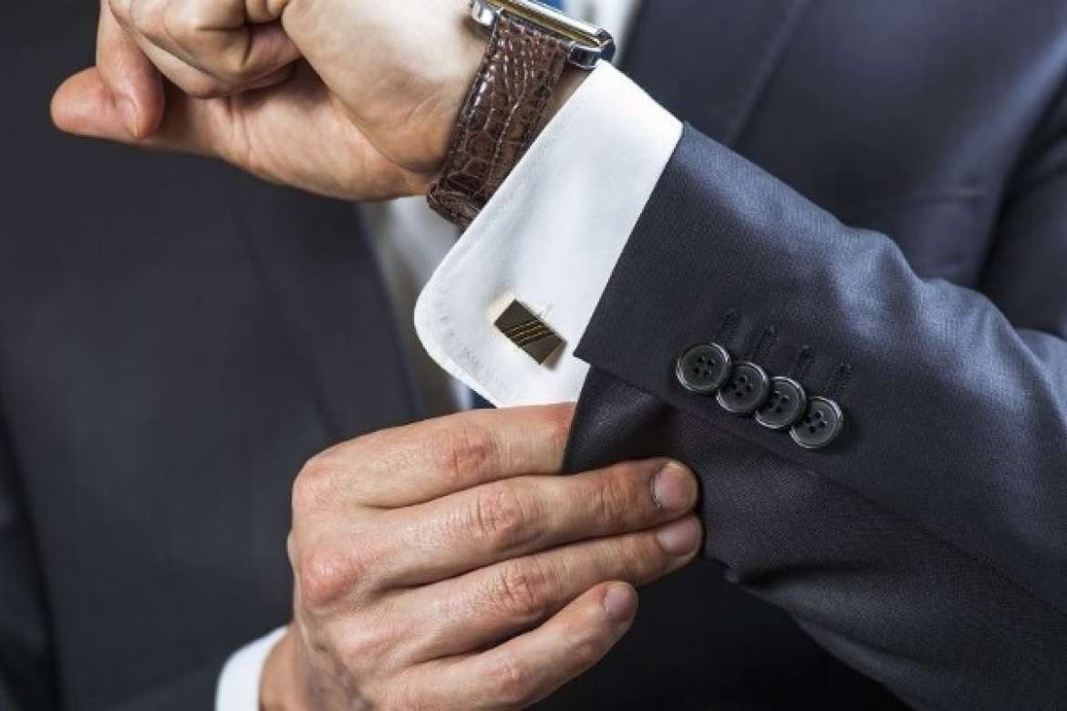 Best Accessories To Wear With Your Bespoke Suit - XL