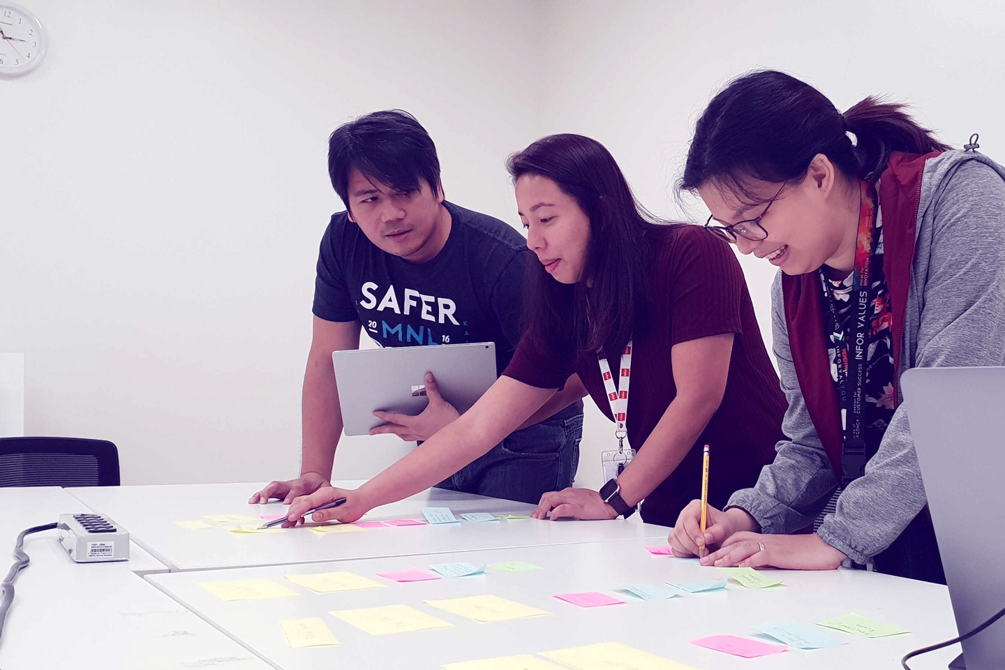 Hook&Loop Manila team doing affinity mapping exercise