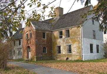 exterior of 1690 Spencer-Peirce-Little Farm