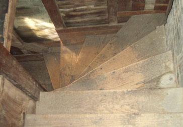 6-stairwell_-_364_x_253