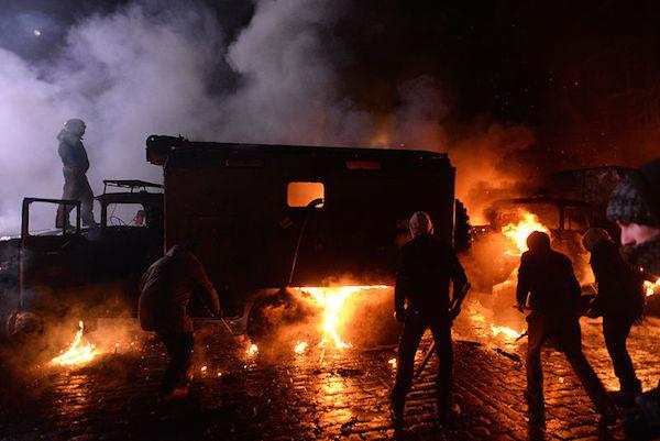 153613-Ukraine-Dynamivska_barricades_fir