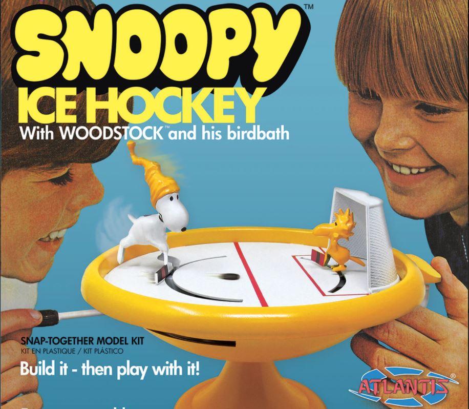 Atlantis Peanuts Snoopy Ice Hockey Game w/ Woodstock & Bird Bath