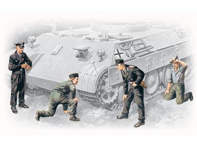ICM 1/35 German Tank Crew (1943-1945) (4 figures - 1 officer, 1 unterofficer, 2 soldiers)