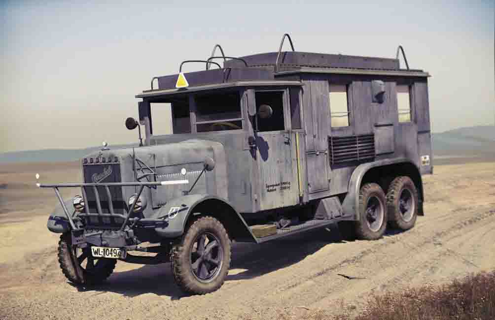 ICM Henschel 33 D1 Kfz.72, WWII German Radio Communication Truck