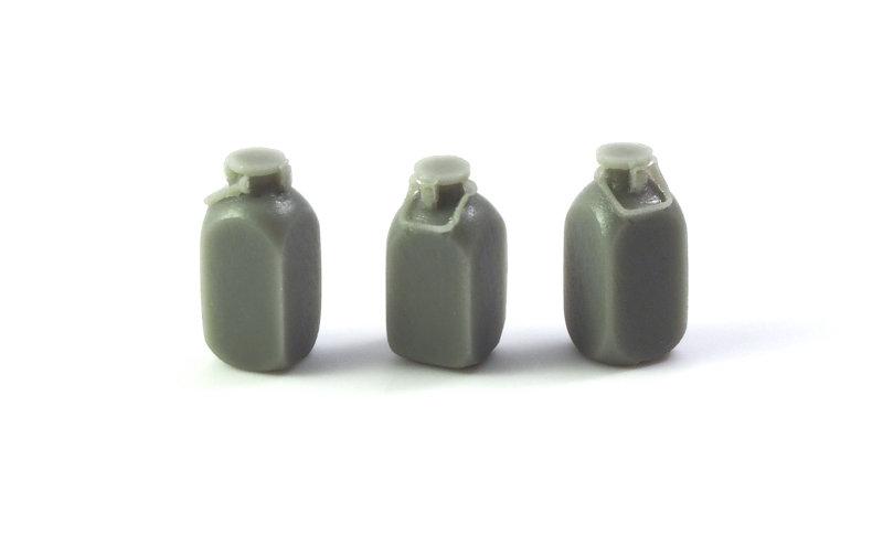 Matho 1/35 German Water Cans (5 liter) - 3 pcs.