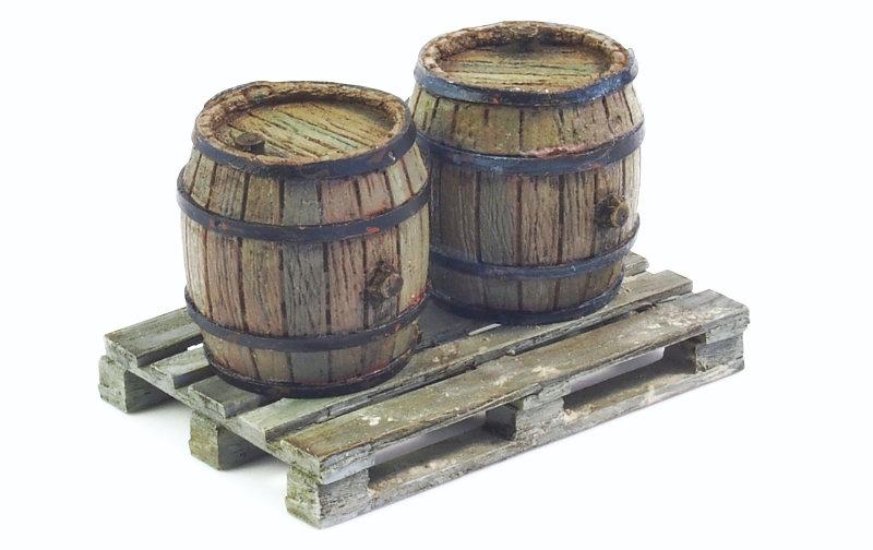 Matho 1/35 Set of 2 Wooden Barrels + Wooden Pallet