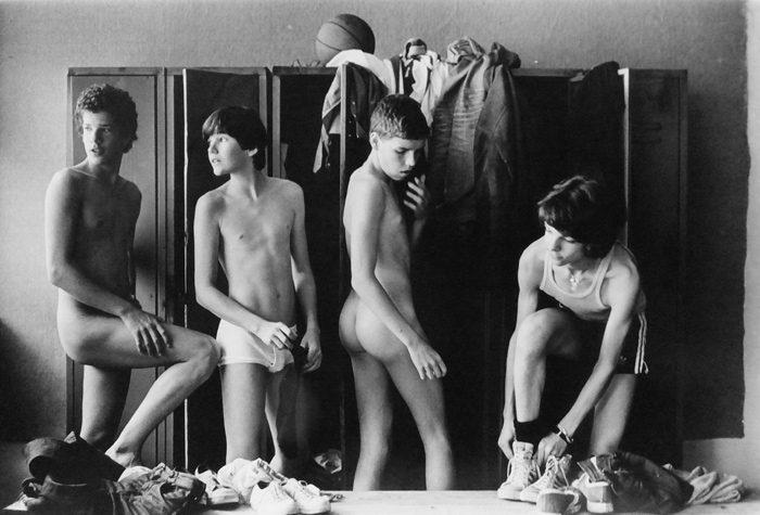 4 Boys in the Locker Room, Munich