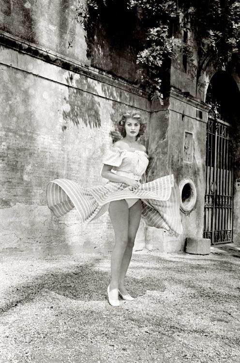 Sophia Loren, Twirling