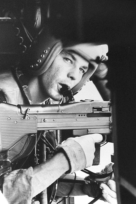 Larry Burrows Vietnam, One Ride with Yankee Papa 13