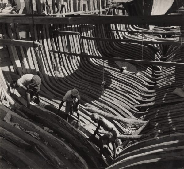 Des Arales (Construction of wooden boat)