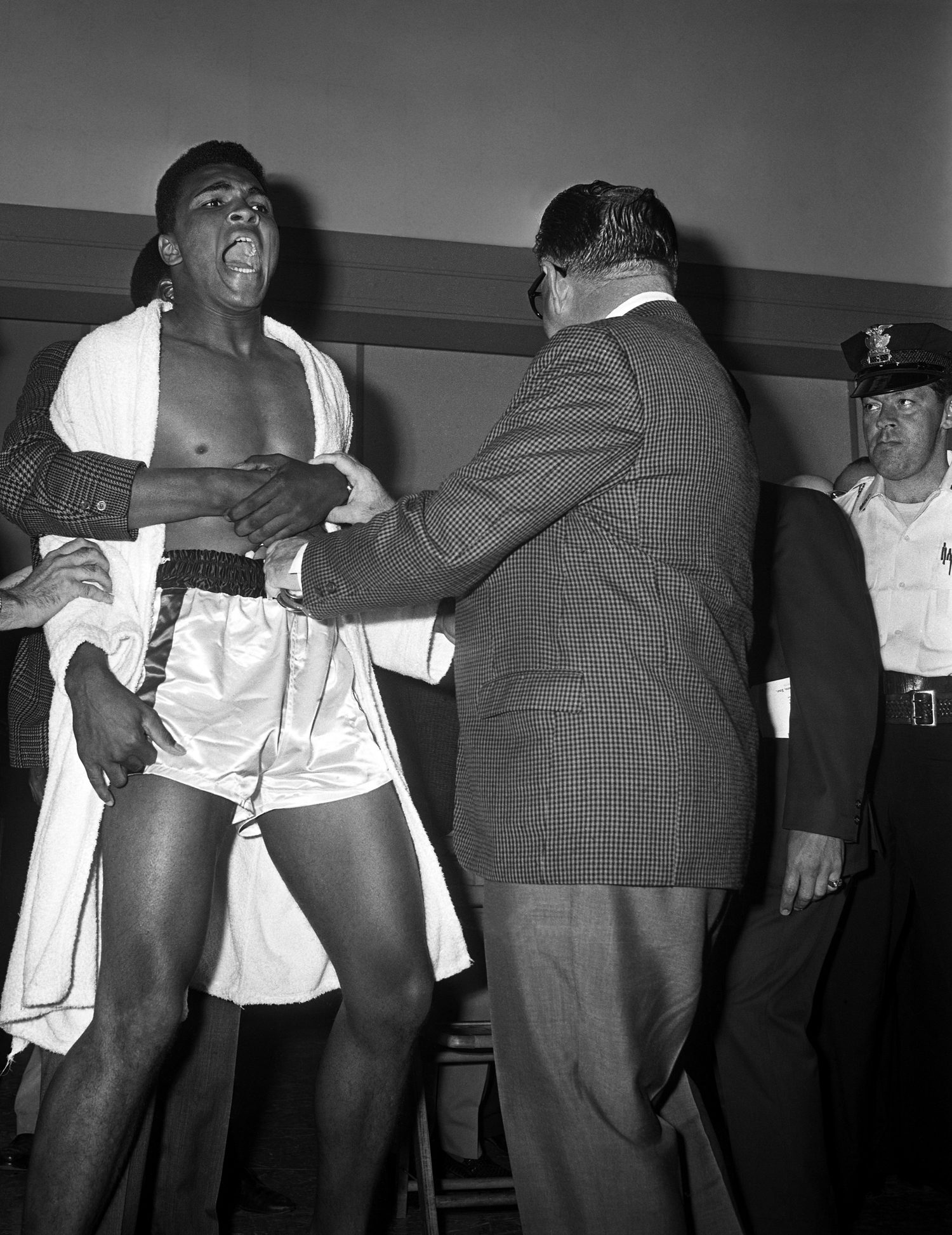 Cassius Clay (Muhammad Ali) vs Sonny Liston weigh-in, Miami