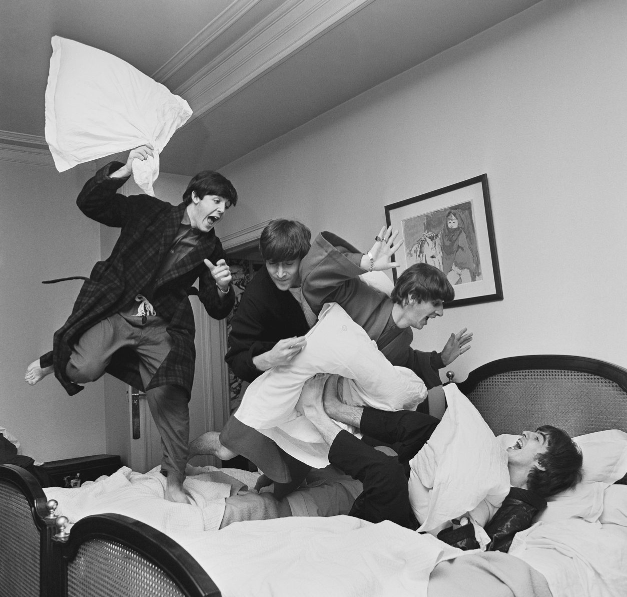 The Beatles (Pillow Fight) - Paris 1964