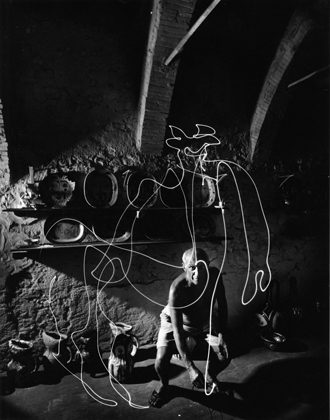 Pablo Picasso 'draws' a centaur in the air with light