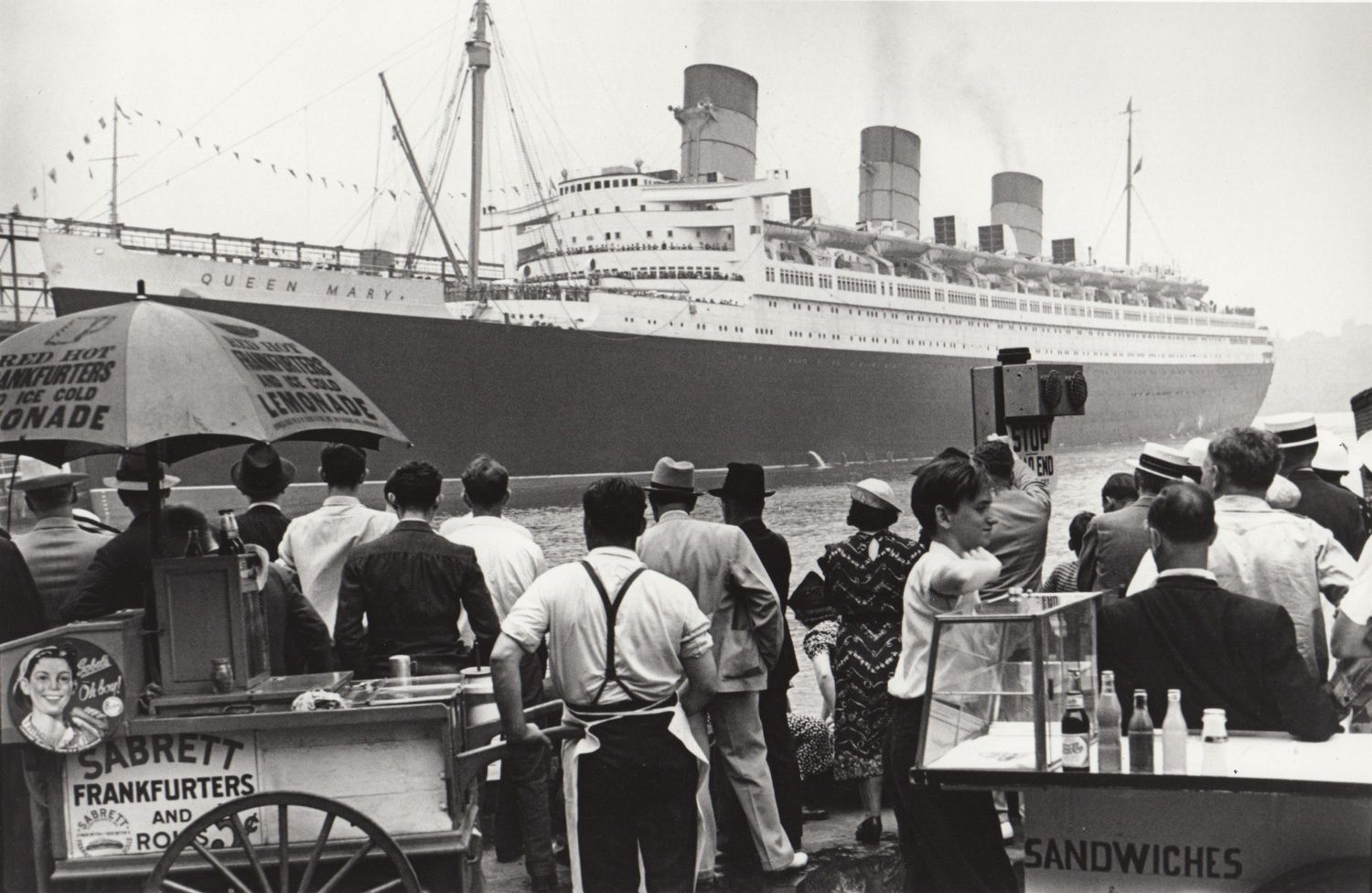 Queen Mary (hotdog stand)